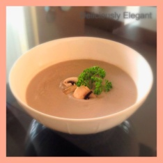 EASY DELICIOUS VEGAN CREAM OF MUSHROOMS SOUP